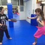 横須賀 女子キックボクシング クラス(練習風景動画)